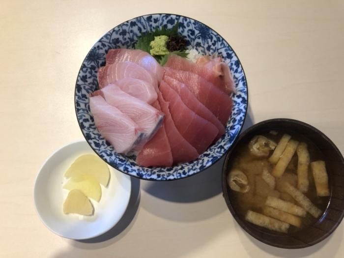角常食堂の天然ブリとマグロ丼